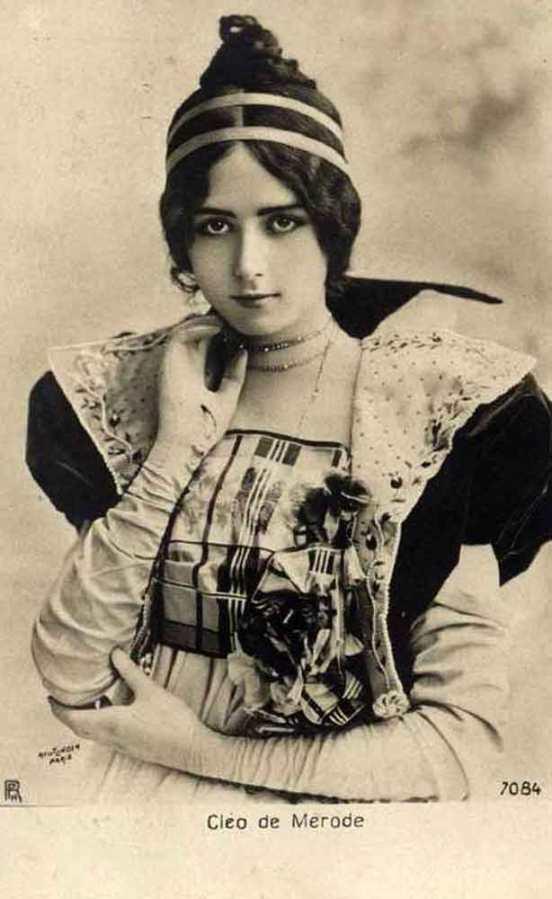1902_-Cleo-de-Merode_postcard_c
