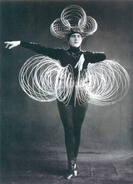 1922_Schlemmer_Dancer_c